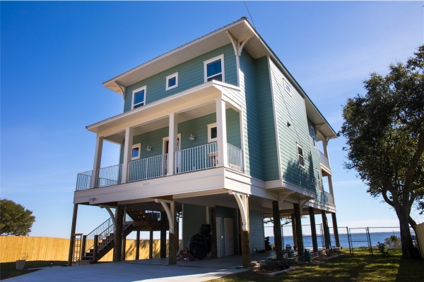 Custom Waterfront Piling Home, Midway, FL